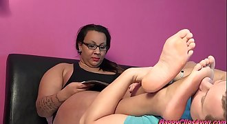 Gina the arab BBW foot smelling enjoyment