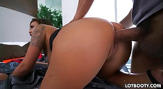 Big ass and juicy tits of gorgeous milf Layla London
